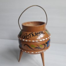 Antigüedades - Sella o pota portuguesa de madera tallada pintada a mano. - 137382453