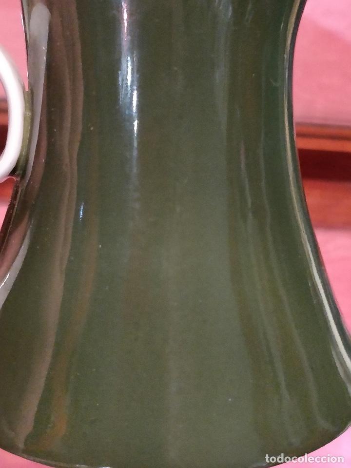 Antigüedades: Jarra lechera para servir en porcelana Bidasoa colores verde y blanco, 10x11cm - Foto 5 - 137399122