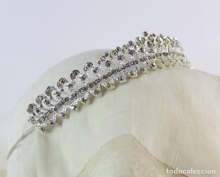 Antigüedades: Diadema de cristales, factoría española, piezas sin uso de remanente de tienda de novias. - Foto 2 - 137402550