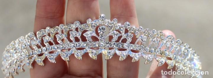 Antigüedades: Diadema de cristales, factoría española, piezas sin uso de remanente de tienda de novias. - Foto 3 - 137402550