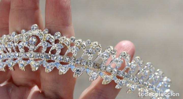 Antigüedades: Diadema de cristales, factoría española, piezas sin uso de remanente de tienda de novias. - Foto 4 - 137402550