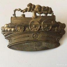 Antigüedades: INSIGNIA EMBLEMA EN CHAPA DE RENFE , TREN , FERROCARRIL . Lote 137408982