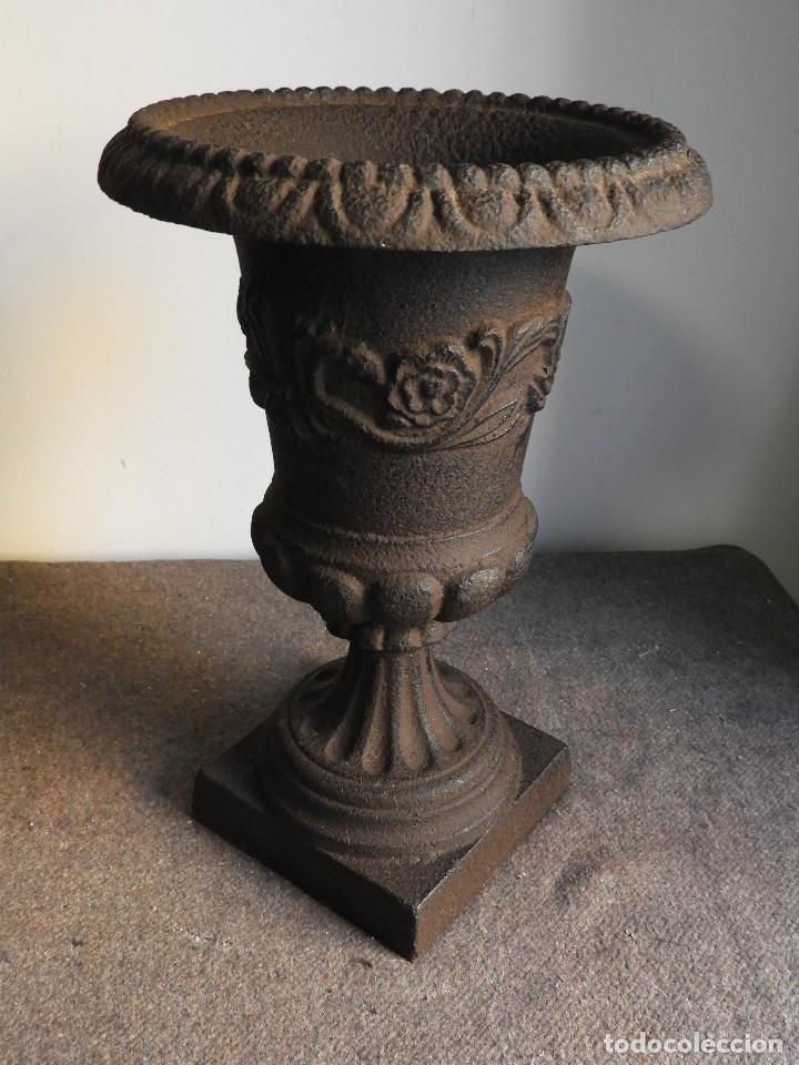 Antigüedades: COPA DE HIERRO CON ADORNOS EN COLOR MARRON CHOCOLATE - Foto 3 - 137416806