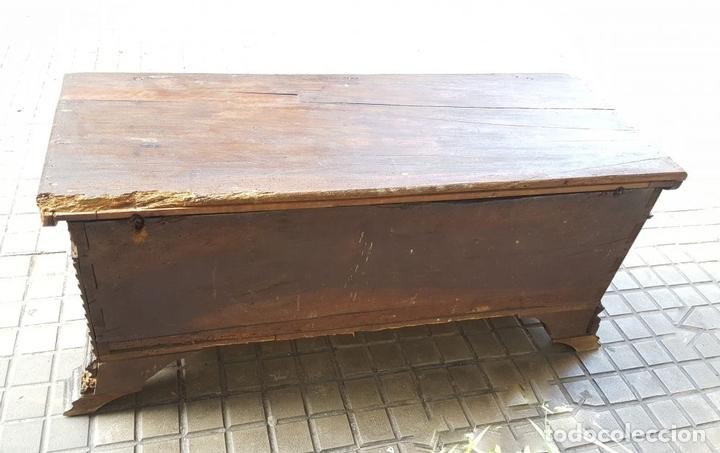 Antigüedades: ARCA CATALANA DE NOVIA. NOGAL CON INCRUSTACIONES DE BOJ. ESTILO BARROCO. SIGLO XVIII. - Foto 7 - 137421546