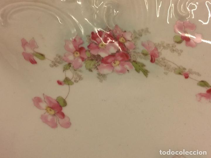 Antigüedades: Encantadora fuente, bandeja o ensaladera en porcelana de gran tamaño y numerada en la base. Limoges? - Foto 4 - 256077600