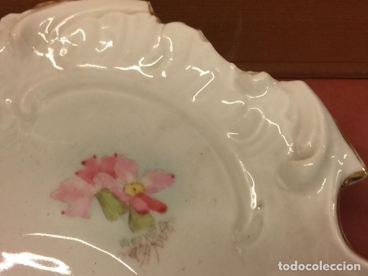 Antigüedades: Encantadora fuente, bandeja o ensaladera en porcelana de gran tamaño y numerada en la base. Limoges? - Foto 9 - 256077600