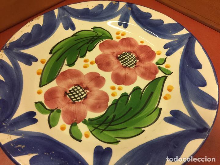 Antigüedades: ANTIGUO plato de ceramica vidriada, pintado a mano, MOTIVOS FLORALES - Foto 3 - 137441266