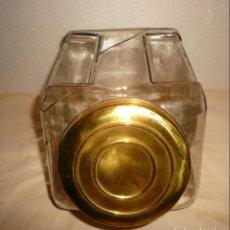 Antigüedades: TAPA DE METAL DE CARAMELERA CON FRASCO DETERIORADO. Lote 137469146