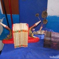 Antigüedades: SUJETA LIBROS DE MADERA. Lote 137476734