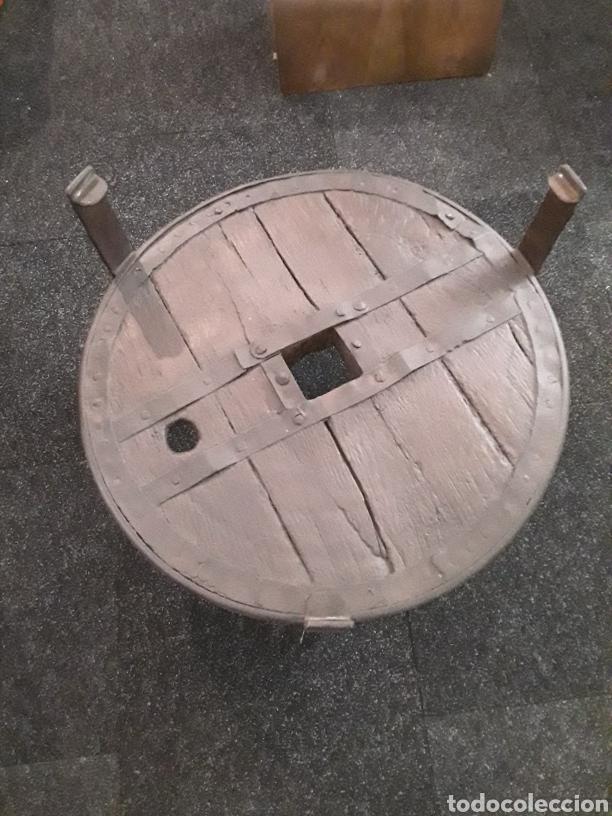 MESA DE RUEDA DE CARRO ANTIGUO (Antigüedades - Muebles Antiguos - Mesas Antiguas)