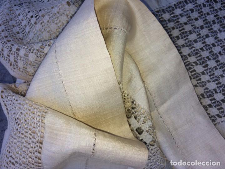 Antigüedades: EXCECIONAL CUBRECAMA DE MATRIMONIO. CHANTÚ DE SEDA. ENCAJE DE LAGARTERA. ESPAÑA. SIGLO XIX - Foto 21 - 137531626