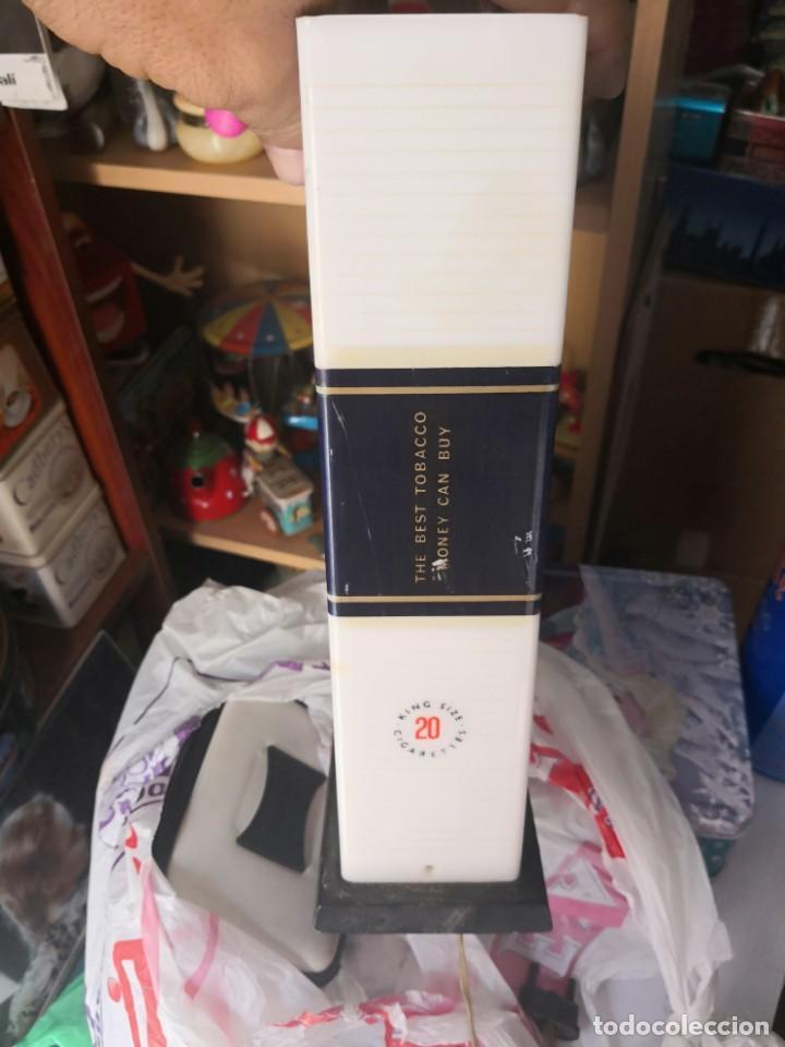 Antigüedades: Antigua lámpara metraquilato o plástico duro marca cigarros Rothman 29x9x17 - Foto 3 - 137541630