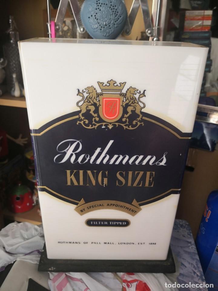 Antigüedades: Antigua lámpara metraquilato o plástico duro marca cigarros Rothman 29x9x17 - Foto 4 - 137541630