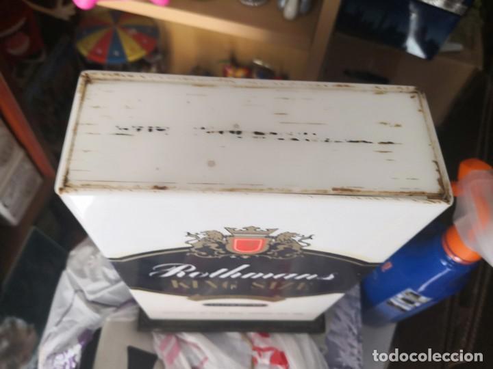 Antigüedades: Antigua lámpara metraquilato o plástico duro marca cigarros Rothman 29x9x17 - Foto 5 - 137541630