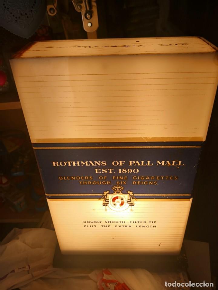 Antigüedades: Antigua lámpara metraquilato o plástico duro marca cigarros Rothman 29x9x17 - Foto 6 - 137541630