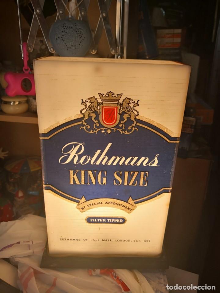 Antigüedades: Antigua lámpara metraquilato o plástico duro marca cigarros Rothman 29x9x17 - Foto 8 - 137541630