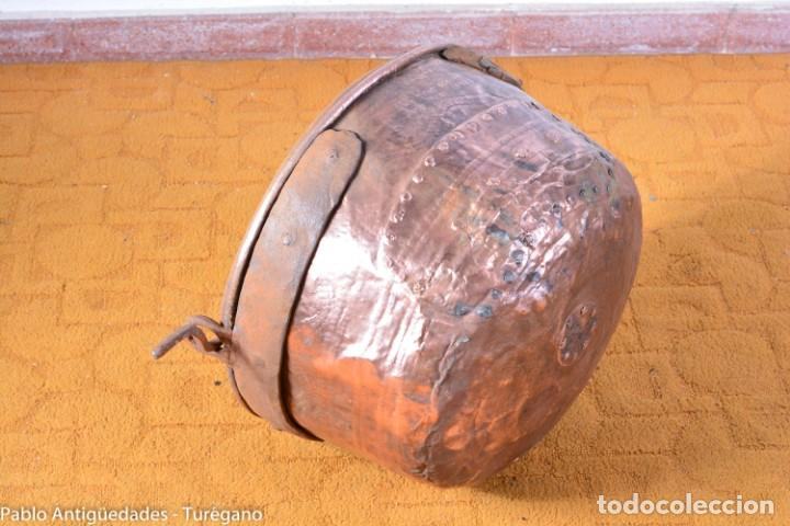 Antigüedades: Pote o caldera muy antigua realizada en cobre cincelado - Siglo XIX - Decoración geométrica punteado - Foto 14 - 137556714