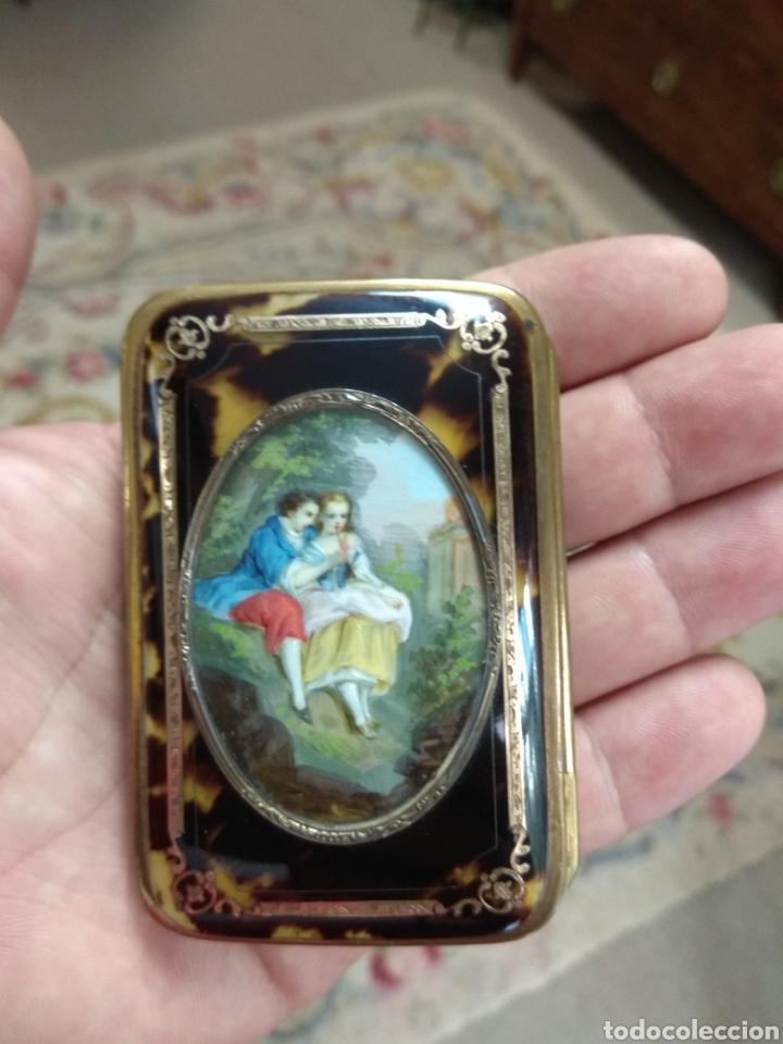 Antigüedades: Precioso Monedero - Bolso de Carey con Escena Romántica Pintada Sobre Marfil XIX - Foto 2 - 137562022