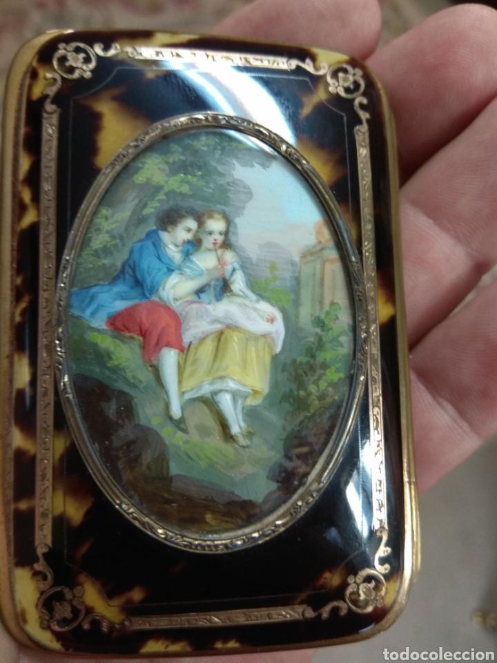 Antigüedades: Precioso Monedero - Bolso de Carey con Escena Romántica Pintada Sobre Marfil XIX - Foto 10 - 137562022