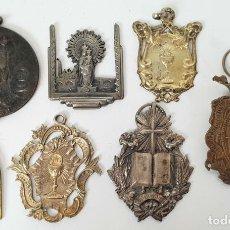 Antigüedades: COLECCIÓN DE 7 MEDALLAS RELIGIOSAS. METAL DORADO Y PLATEADO. SIGLO XX. . Lote 137583622