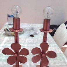 Antigüedades: LOTE 2 LAMPARAS HIERRO CLASICAS MESITA IDEAL DECORACION VINTAGE. Lote 137596342