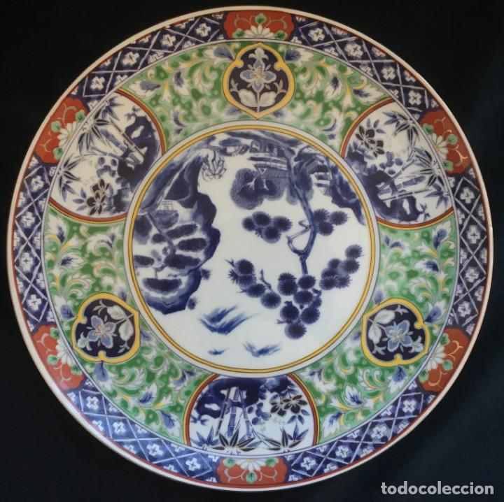 PRECIOSO PLATO DE PORCELANA JAPONESA, BELLAMENTE ILUSTRADO (Antigüedades - Porcelana y Cerámica - Japón)