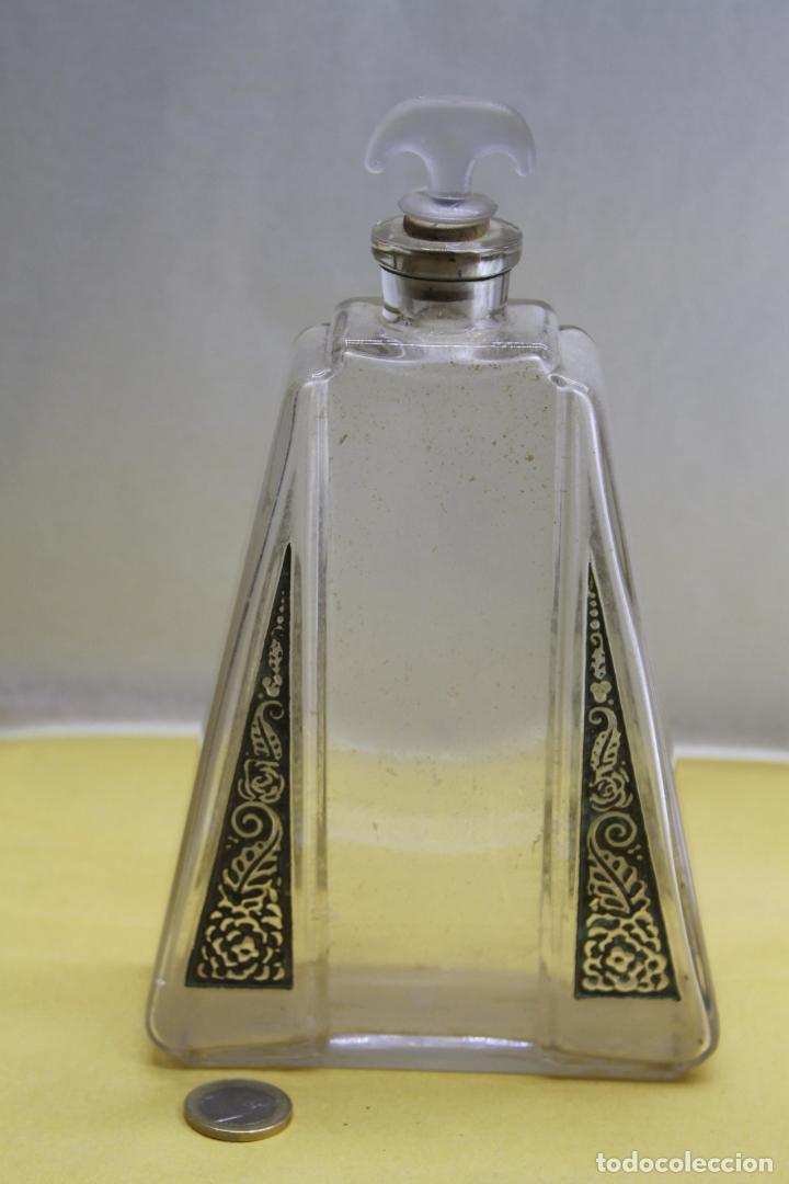 BOTE DE PERFUME AÑOS 30 DISEÑO LALIQUE. (Antigüedades - Cristal y Vidrio - Lalique )