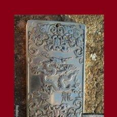 Antigüedades: ANTIGUO LINGOTE BUDISTA DE PLATA TIBETANA. SIMBOLOGÍA DRAGON. EXCELENTE ESTADO REGALO PAR DE ANILLOS. Lote 142359405