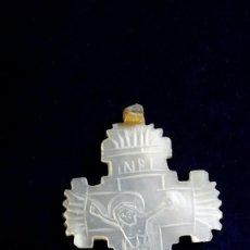 Antigüedades: PRECIOSA CRUZ DE NACAR TALLADO.. Lote 137673746