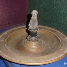 Antigüedades: ANTIGUO PLATO LIMOSNERO S. XIX - DE LATON Y VIRGEN DE PLATA - 25X15 CM. . Lote 137705342