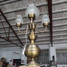 Antigüedades: IMPONENTE LAMPARA DE SOBREMESA DE GRAN TAMAÑO, 85CM, DE 5 BRAZOS, TULIPAS DE CRISTAL.. Lote 137742841