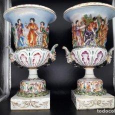 Antigüedades: PAREJA DE JARRONES CAPO DI MONTI. Lote 137746058