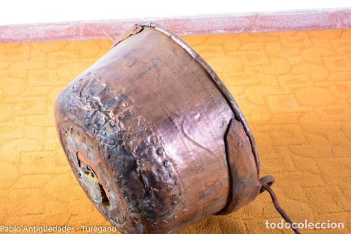 Antigüedades: Gran tamaño - Caldero o caldera de cobre con asa en hierro - Cobre cincelado y decorado - 53 cm - Foto 4 - 137751910