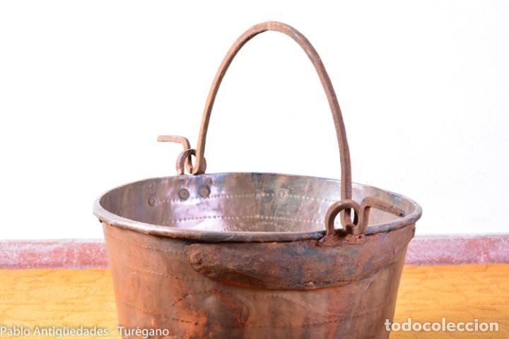 Antigüedades: Gran tamaño - Caldero o caldera de cobre con asa en hierro - Cobre cincelado y decorado - 53 cm - Foto 11 - 137751910