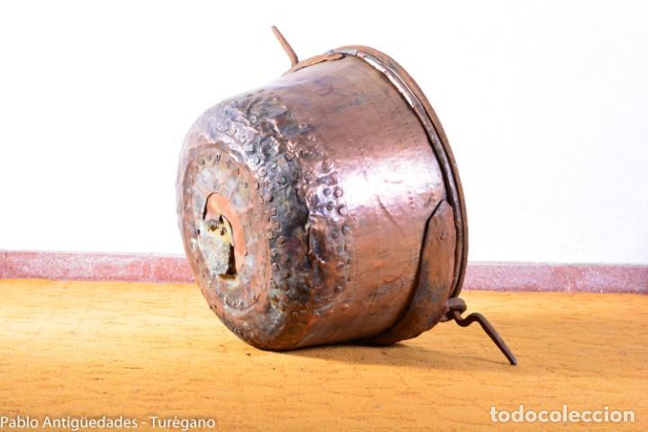 Antigüedades: Gran tamaño - Caldero o caldera de cobre con asa en hierro - Cobre cincelado y decorado - 53 cm - Foto 13 - 137751910