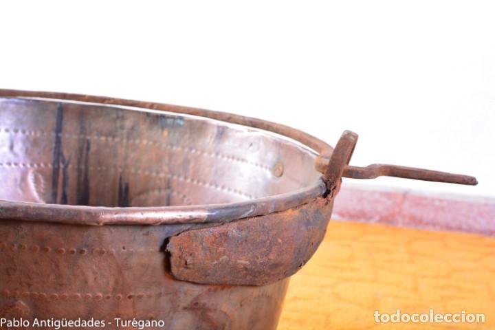 Antigüedades: Gran tamaño - Caldero o caldera de cobre con asa en hierro - Cobre cincelado y decorado - 53 cm - Foto 15 - 137751910