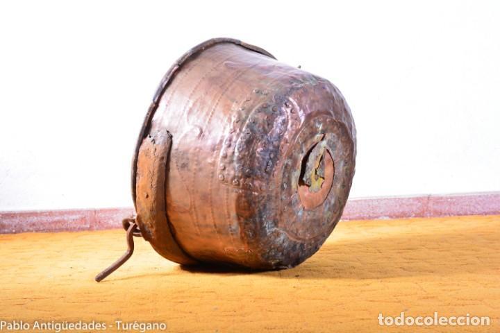GRAN TAMAÑO - CALDERO O CALDERA DE COBRE CON ASA EN HIERRO - COBRE CINCELADO Y DECORADO - 53 CM (Antigüedades - Técnicas - Rústicas - Utensilios del Hogar)