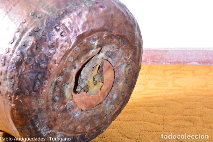 Antigüedades: Gran tamaño - Caldero o caldera de cobre con asa en hierro - Cobre cincelado y decorado - 53 cm - Foto 16 - 137751910