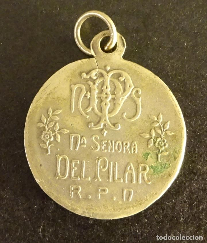 Antigüedades: MEDALLA DE NTRA. SEÑORA DEL PILAR R. P. N., ¿PLATA?. PESO 7,4 GR. DIÁMETRO 25 MM - Foto 2 - 137754538
