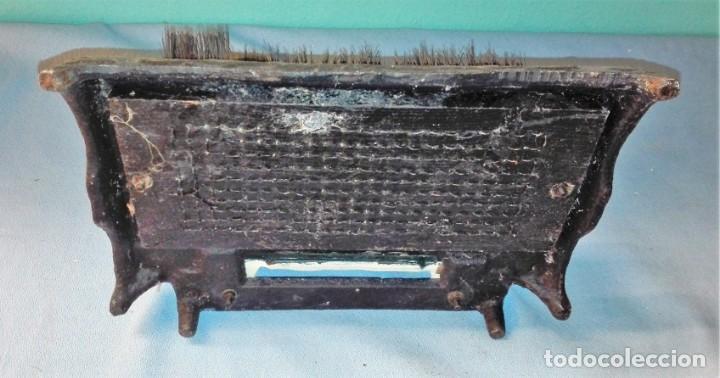 Antigüedades: CEPILLO PARA LIMPIAR SUELA DE LOS ZAPATOS CON FORMA DE PATO ORIGINAL VER FOTOS Y DESCRIPCION - Foto 3 - 137760458