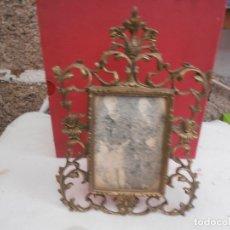 Antigüedades: MARCO PORTAFOTOS DE BRONCE. Lote 137765836