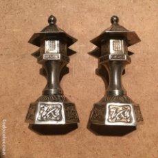 Antigüedades: PAREJA DE SALEROS DE PLATA JAPONESA. Lote 137779438