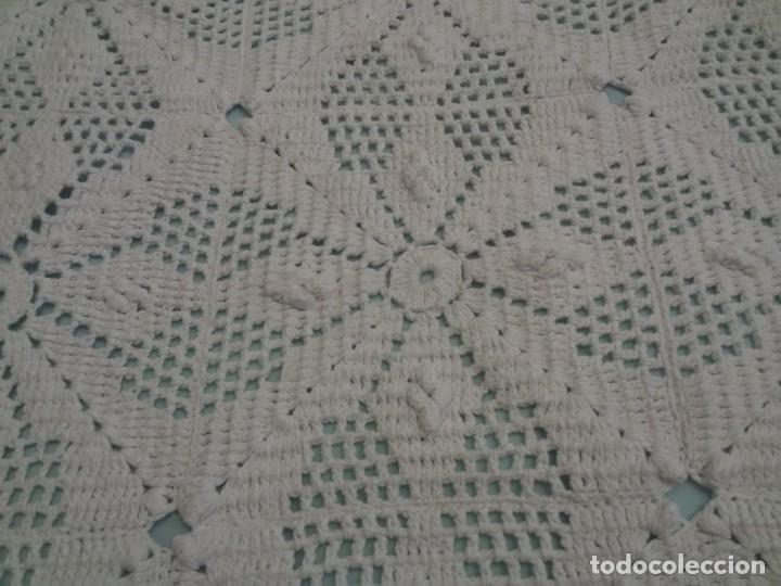 Antigüedades: MAGNÍFICA COLCHA ARTESANAL-BLANCA - Foto 5 - 137817074