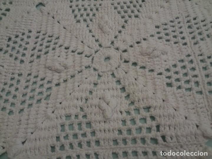 Antigüedades: MAGNÍFICA COLCHA ARTESANAL-BLANCA - Foto 6 - 137817074