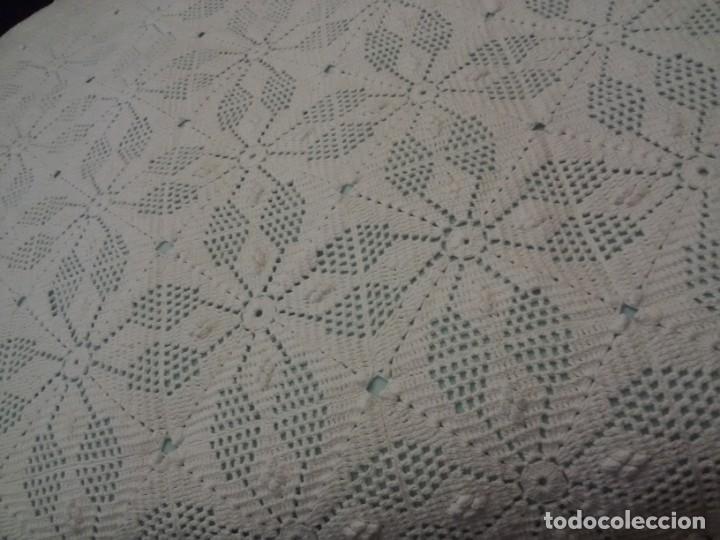 Antigüedades: MAGNÍFICA COLCHA ARTESANAL-BLANCA - Foto 10 - 137817074