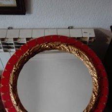 Antigüedades: ESPEJO REDONDO DORADO Y POLICROMADO TODO DE MADERA. Lote 137823518
