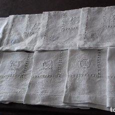 Antigüedades: MUY ANTIGUAS Y BONITAS 10 SERVILLETAS DE HILO CON INICIALES BORDADAS, CALADOS Y VAINICA.. Lote 137853894