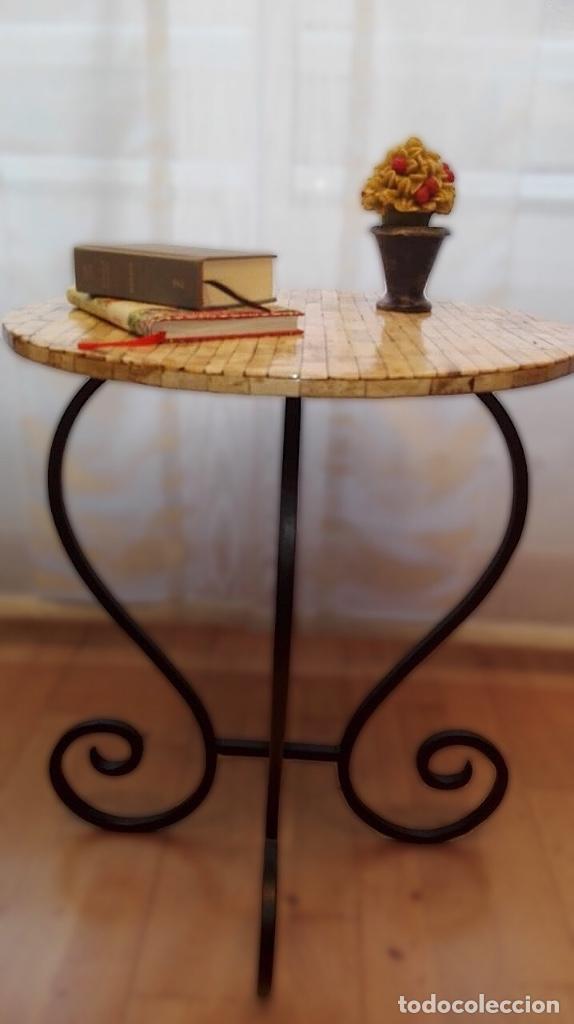 PRECIOSA MESA CON PATAS DE FORJA, , TABLERO CON TABLITAS DE HUESO (Antigüedades - Muebles Antiguos - Mesas Antiguas)