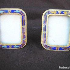 Antigüedades: PAREJA DE MARCOS PARA FOTOS. COBRE CLOISSONÉ .SOBREMESA. 6,4 X 5,2 CM.. Lote 192343096