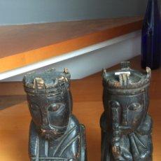 Antigüedades: LOTE REYES DE MADERA SUJETA LIBROS. REYES CATÓLICOS. ISABEL Y FERNANDO. Lote 137902916